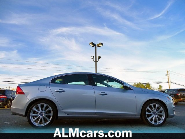 Pre-Owned 2018 Volvo S60 Inscription Platinum