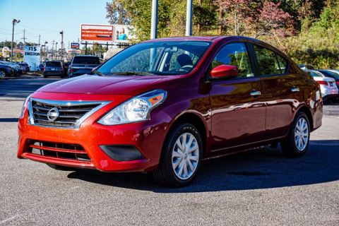 Pre-Owned 2017 Nissan Versa Sedan SV FWD 4dr Car