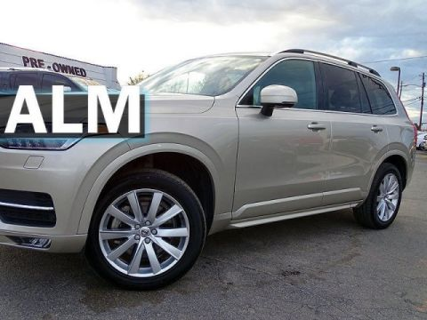 Pre-Owned 2018 Volvo XC90 Momentum With Navigation & AWD